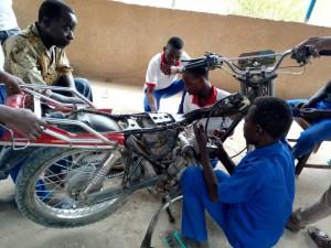 apprenants du Centre de Formation Professionnelle Pascal Coutard en formation mécanique moto